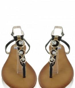 Mustad kaunistustega sandaalid